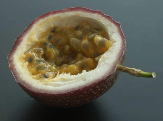 best passionfruit for juice 530x394 Best Passion Fruits for Juicing and How to Choose Them