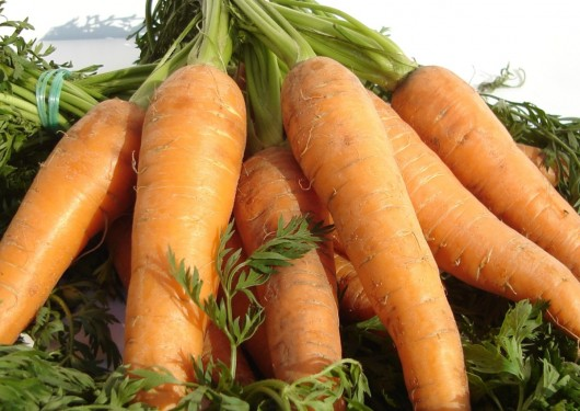Carrot juice side effects - too much beta-carotene